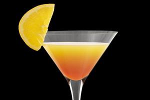 Коктейль с виски и лимоном.
