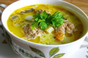 Суп сырный с фрикадельками.