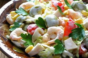 Полезный салат из морепродуктов.