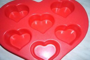 Силиконовая форма сердечки.