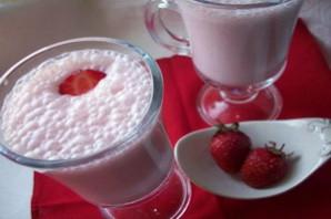 Молочный коктейль с клубникой.