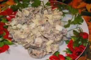 Салат с курицей и грибами Дубок.
